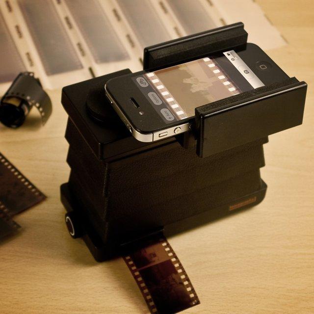 Smartphone-Film-Scanner-by-Lomography1