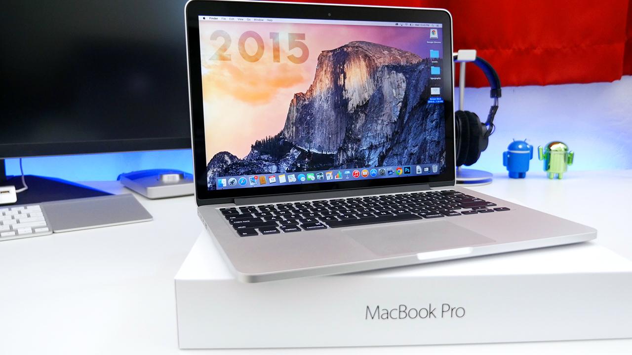 9to5mac. 13인치 MacBook Pro Retina 디스플레이 (early 2015) 모델의 언박싱 영상 제공.