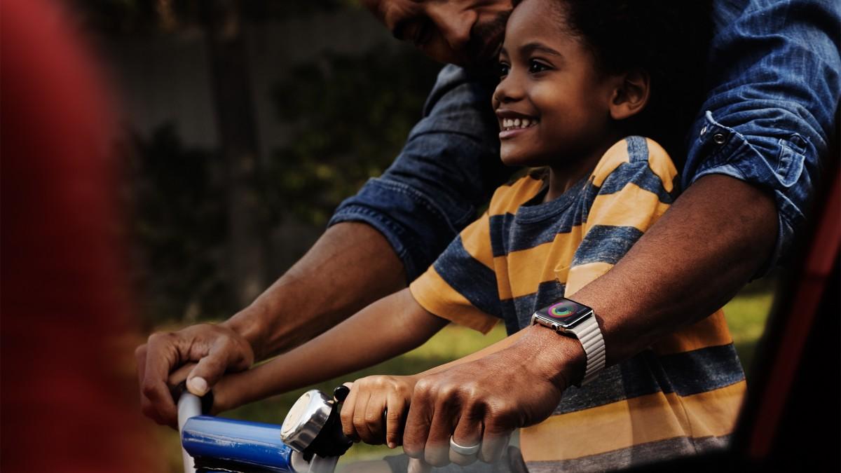 apple-watch-family-bike