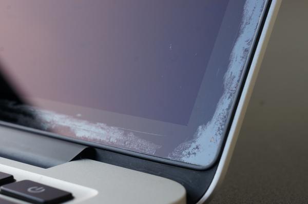 MacBook Pro 액정 코팅 벗겨짐 – 수리 프로그램 연장