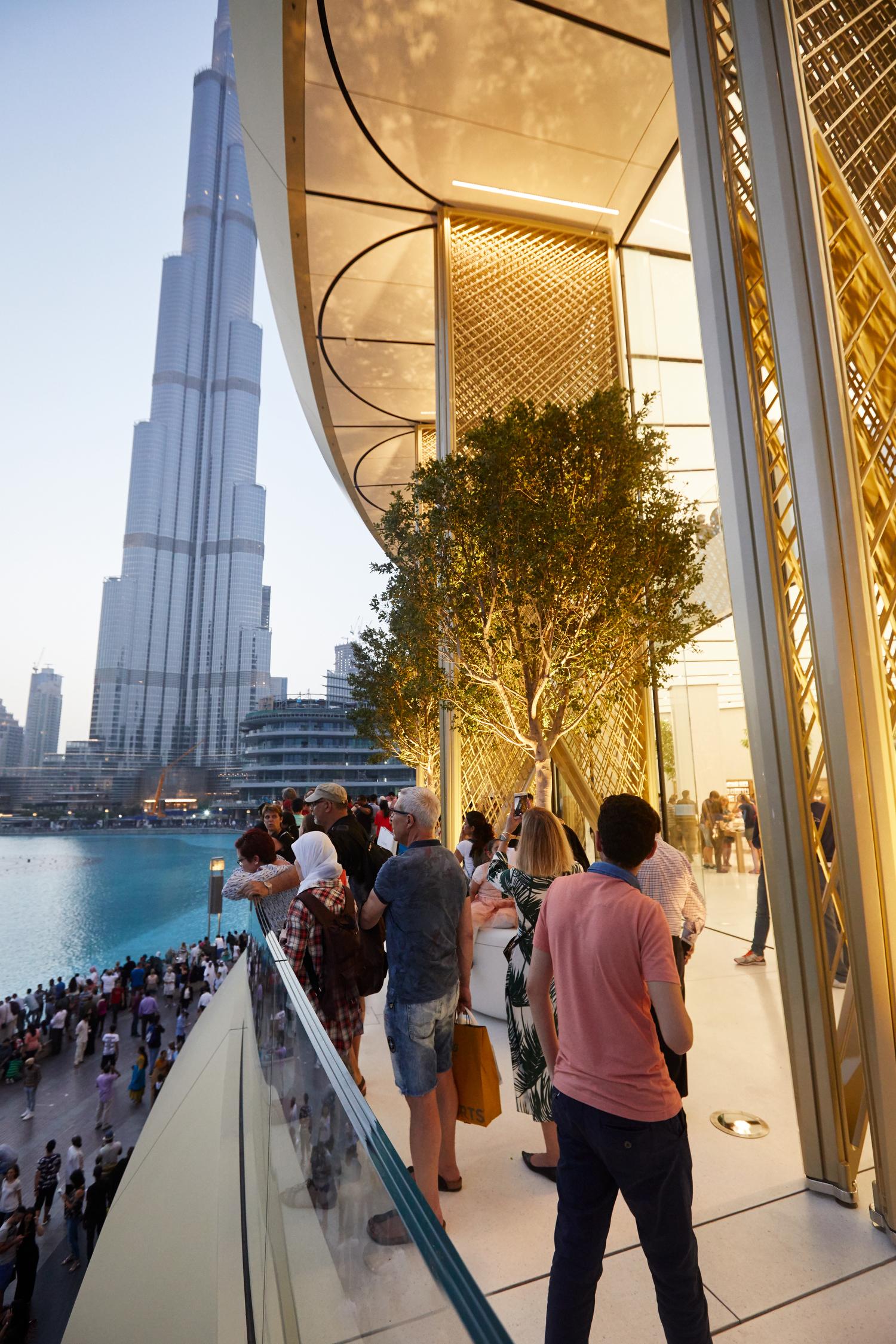 두바이 오픈 직영점 사진과 영상 – Apple Dubai Mall